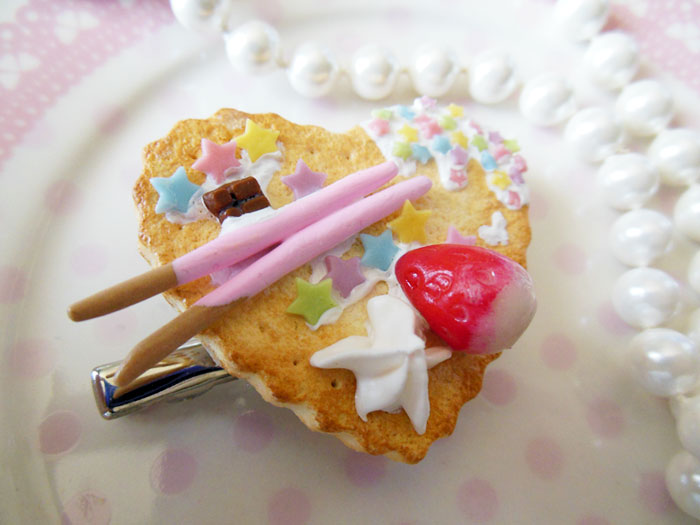 Deco Strawberry Cookie 2-Way Clip by KeoDear