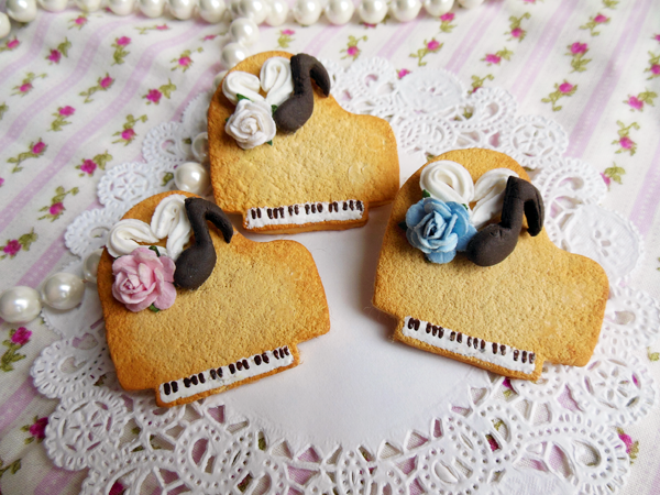 Sweet Classical Piano Cookie Pin by KeoDear