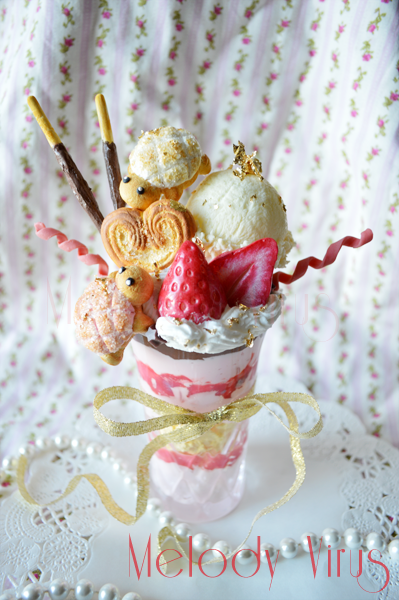 Strawberry Parfait Photo Holder by KeoDear