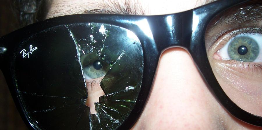 ray ban glasses broken  broken wayfarer rayban by theviperbr