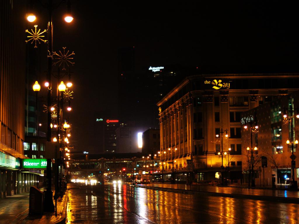 rainy city night by lastbestthing on DeviantArt