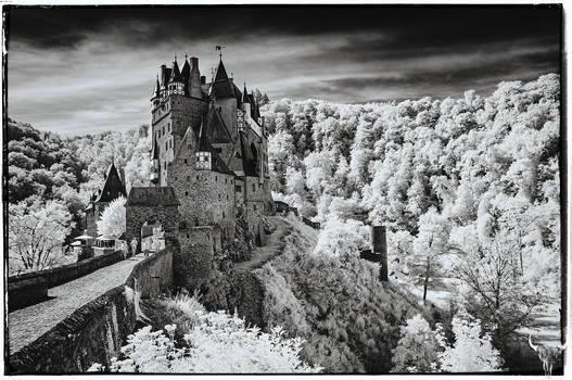 Castle Eltz mono