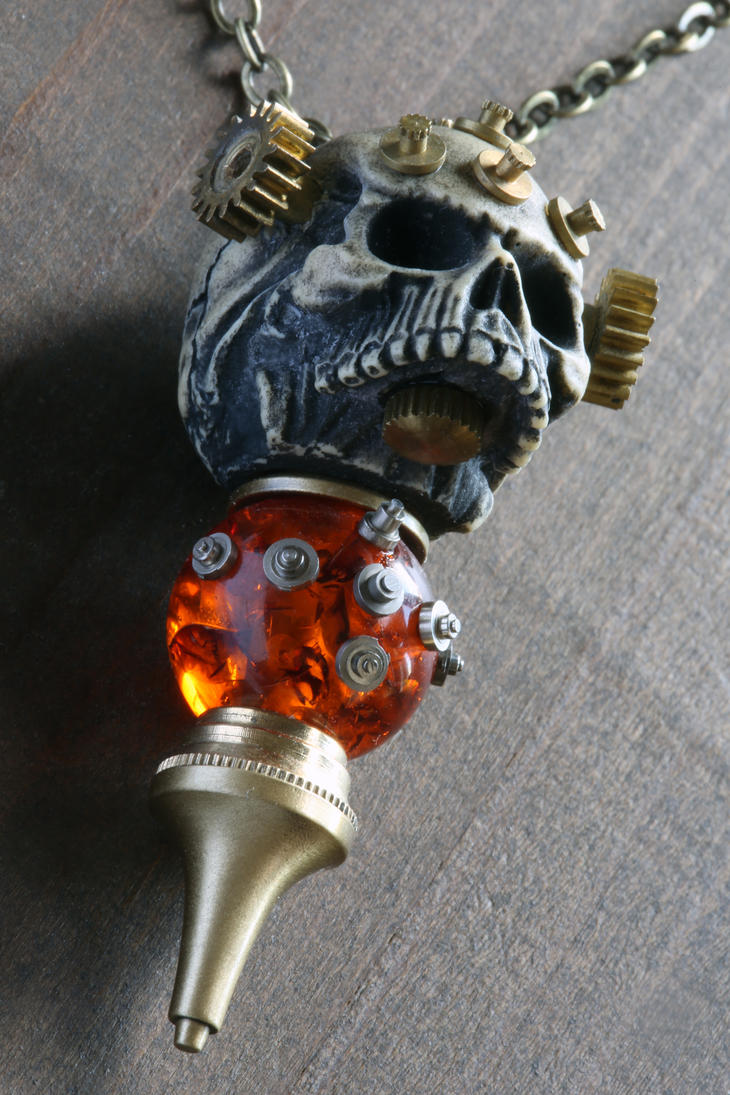 Steampunk skull pendant with amber 2 by CatherinetteRings