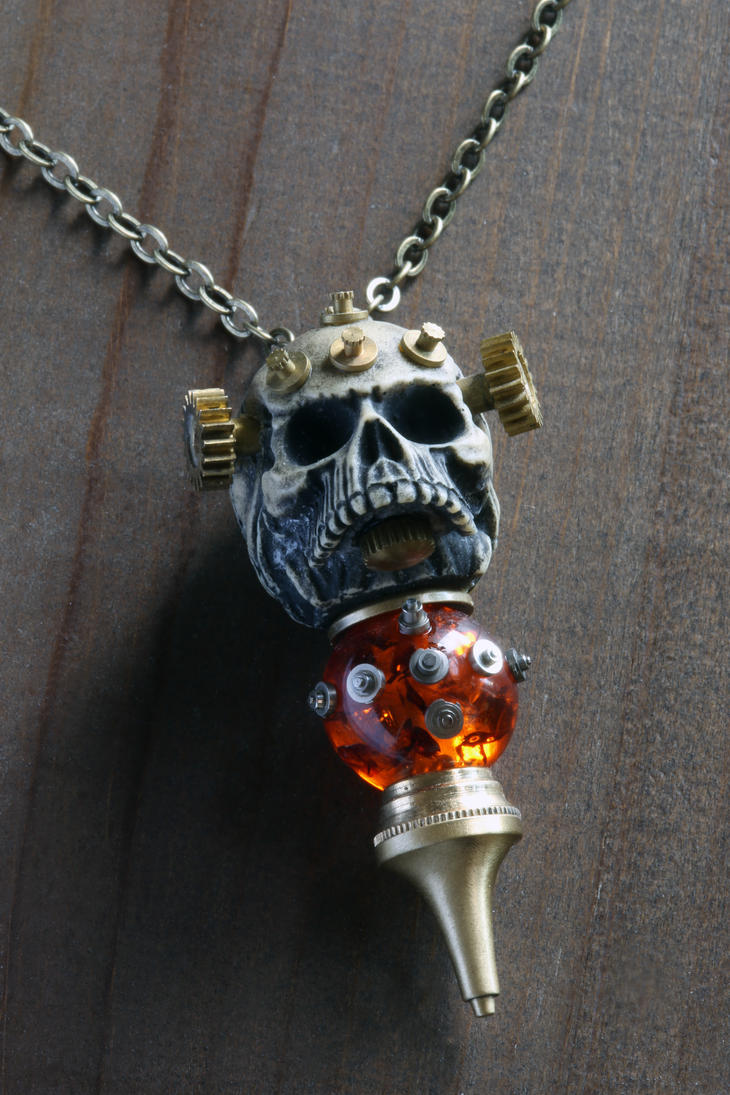 Steampunk skull pendant with amber 3 by CatherinetteRings
