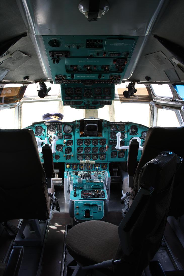 Ilyushin Il-62 Cockpit by gurkenhals