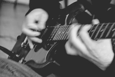 Feel the music by AlliDzi