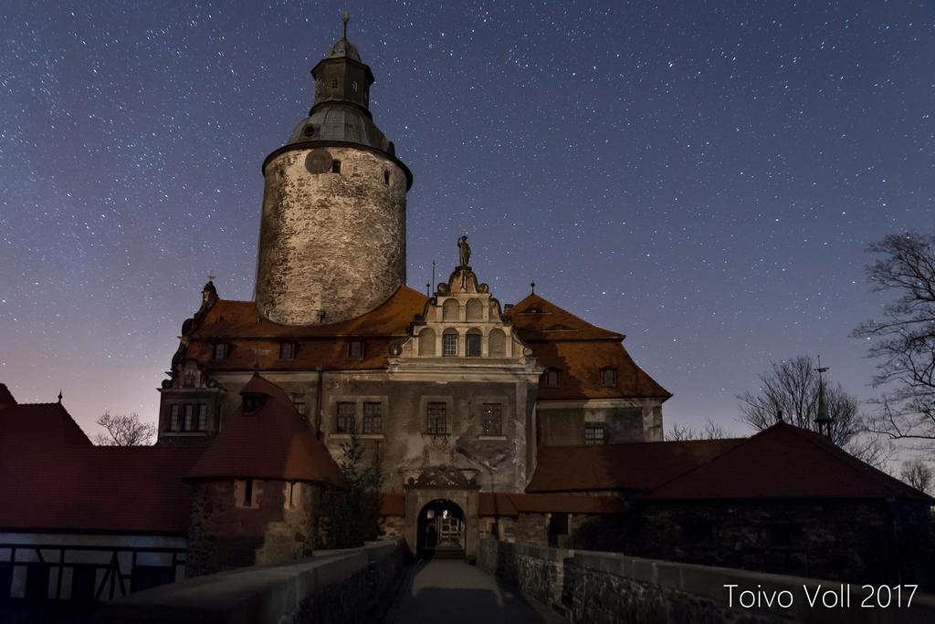 Czocha Castle in Moonlight by Varjohaltia