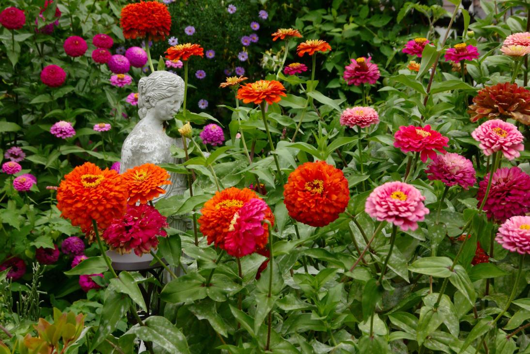Garden Statue by dseomn