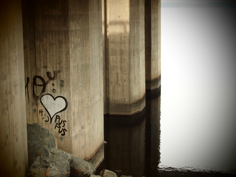 Kiss me under the bridge by PurpleScarecrow