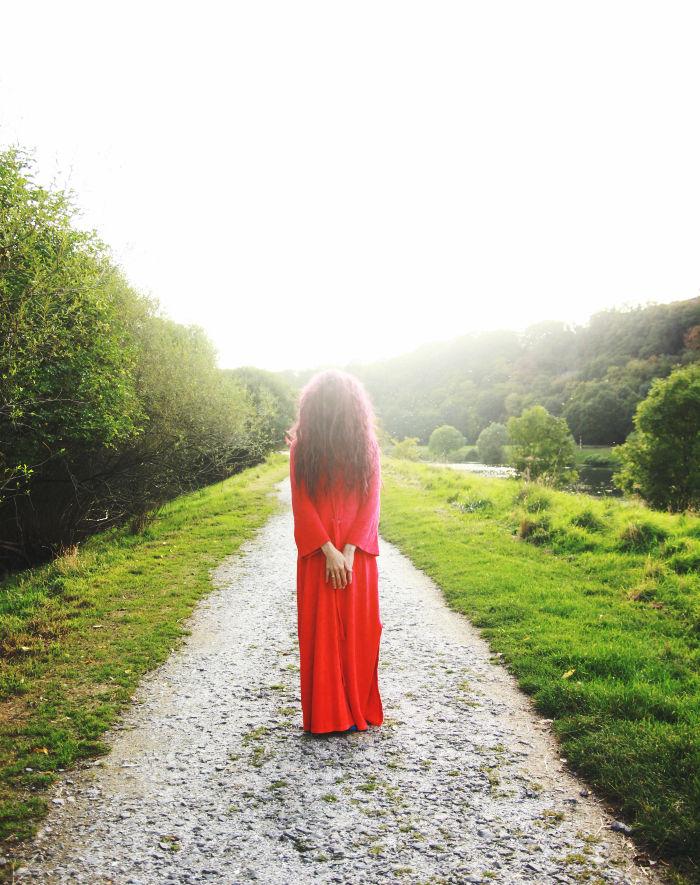 towards lucid, your queen in red