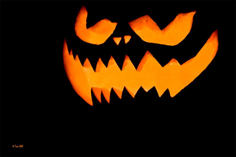 Happy Halloween by Lain-AwakeAtNight