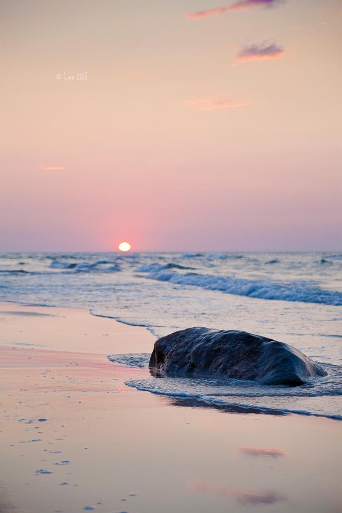Stein im Sonnenuntergang by Lain-AwakeAtNight