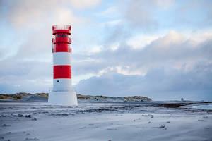 Helgoland Lighthouse by Lain-AwakeAtNight