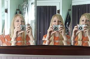 Mirror Mirror by xHallucination