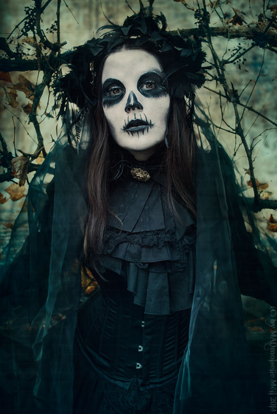 Skull Lady by MADmoiselleMeli