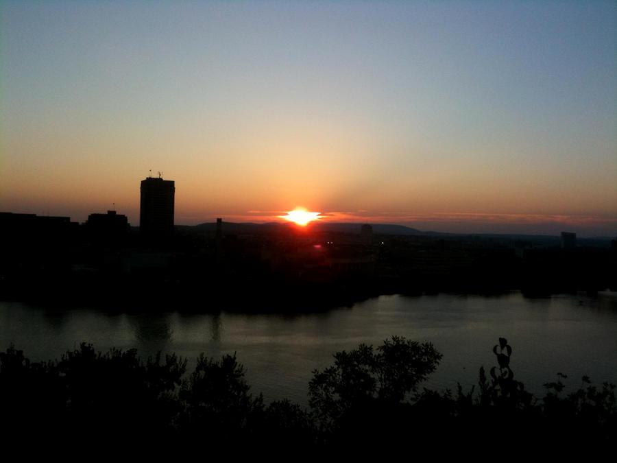 Zalazak sunca-Nebo - Page 2 Ottawa_Looking_at_Quebec_by_crc_design