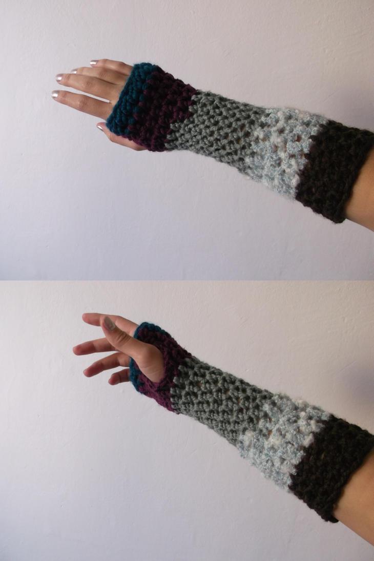 Crochet wrister by Esarina