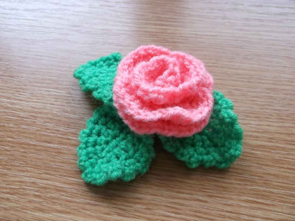 Crochet rose by Esarina