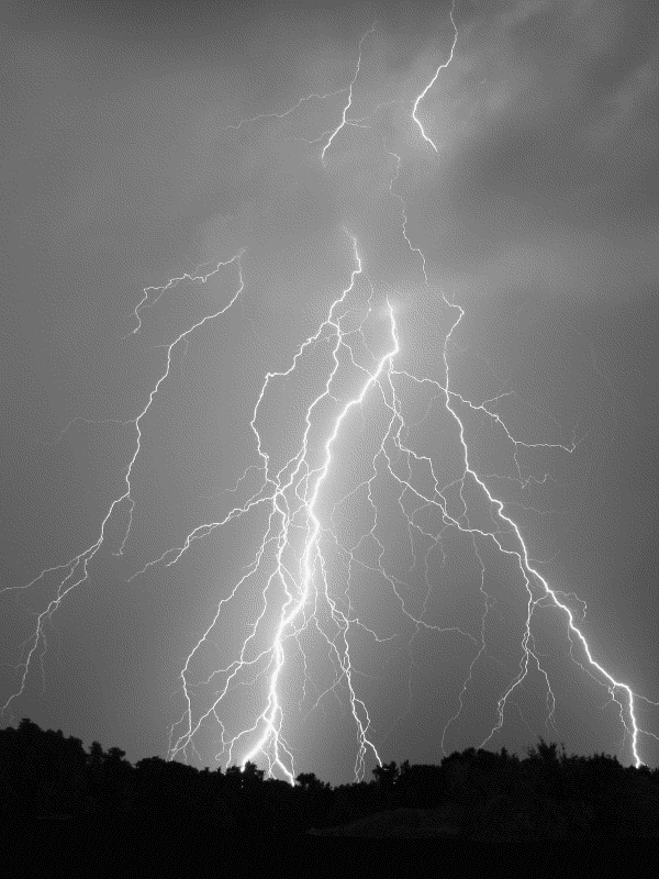 Kindle Screensaver: Lightning by Ighalli