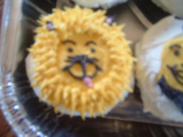Smiley Face Cupcake Lion by JennaT77 on DeviantArt