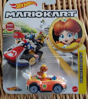 Hot Wheels Mario Kart: Daisy