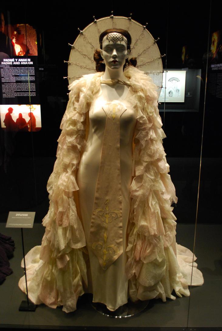 Queen Amidala\'s Parade Gown by DeRaKMiNe on DeviantArt