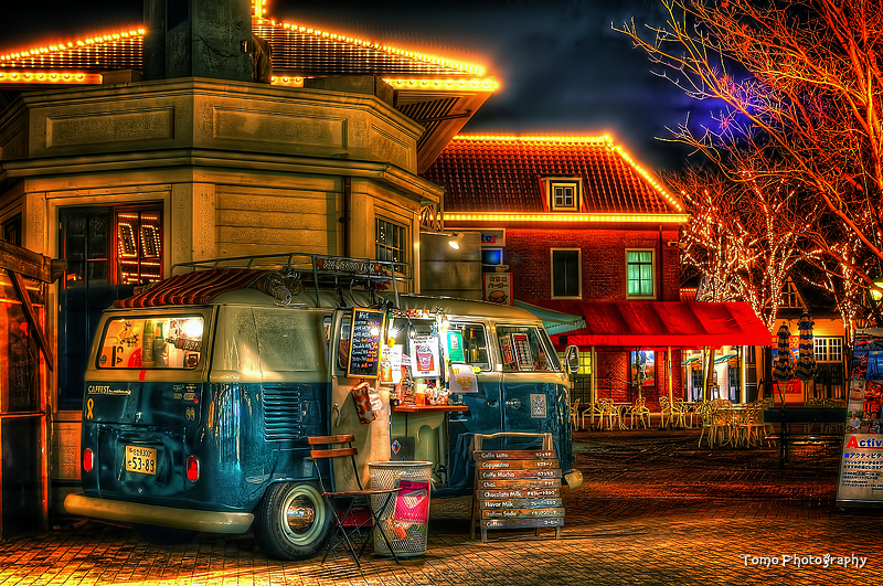 Shop on wheels at night by TOMOHDR