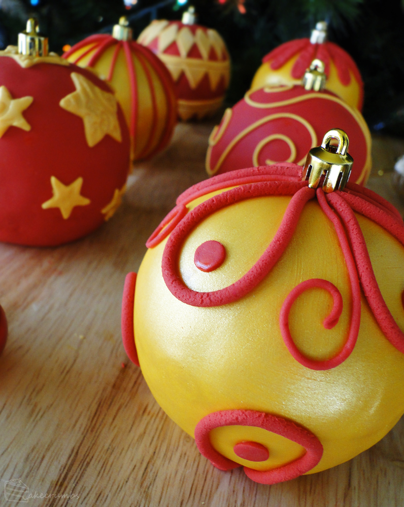 12 Days of Christmas :: 6 Bauble Cakes