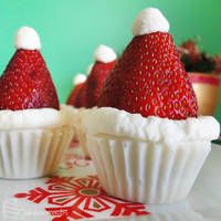 12 Days of Christmas :: 8 Santa Hat Caramel Cups by cakecrumbs