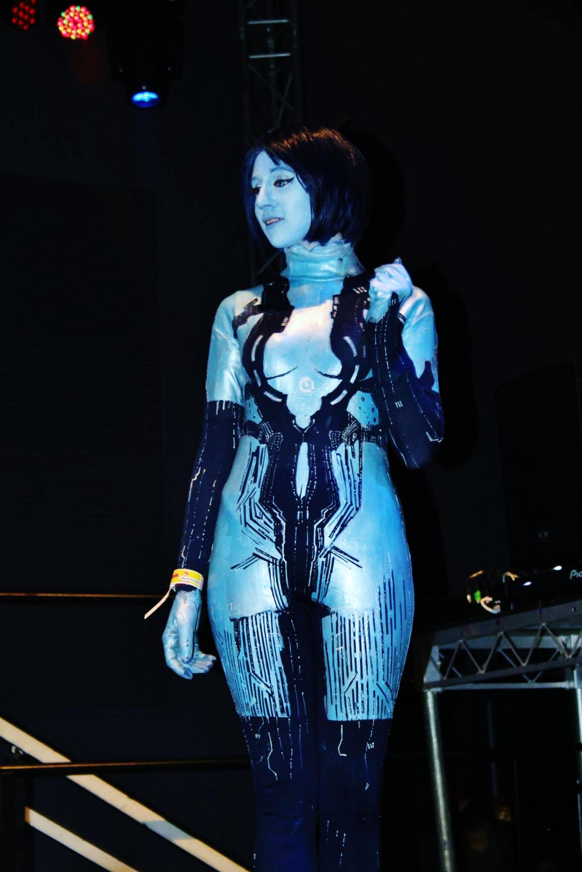 Girl in cortana costume masterbates softcore picture
