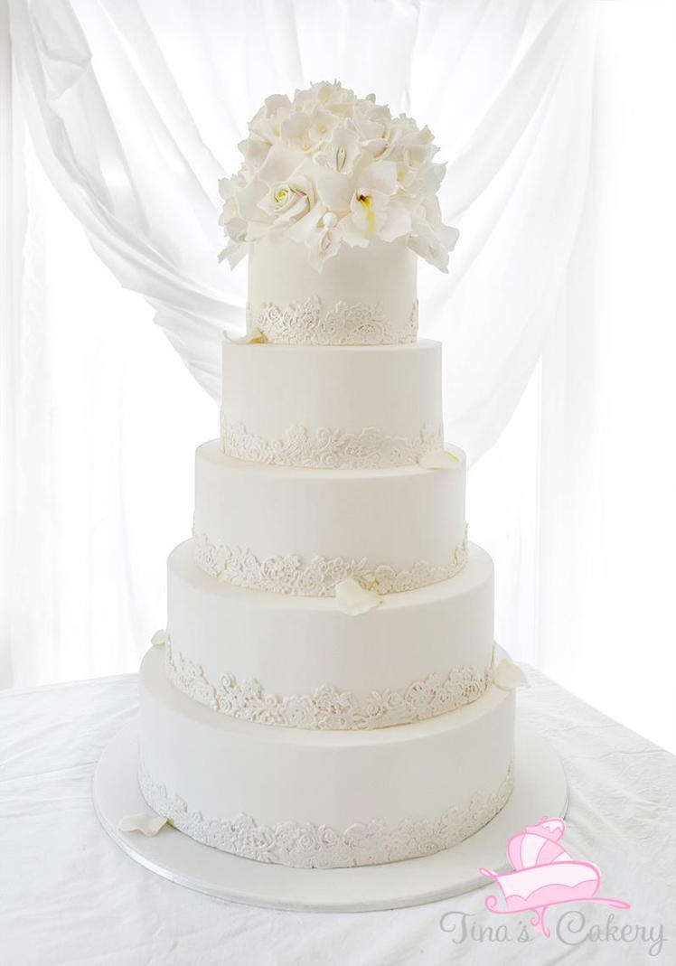 pictures of white wedding cakes white wedding cake by igasm on deviantart 18487