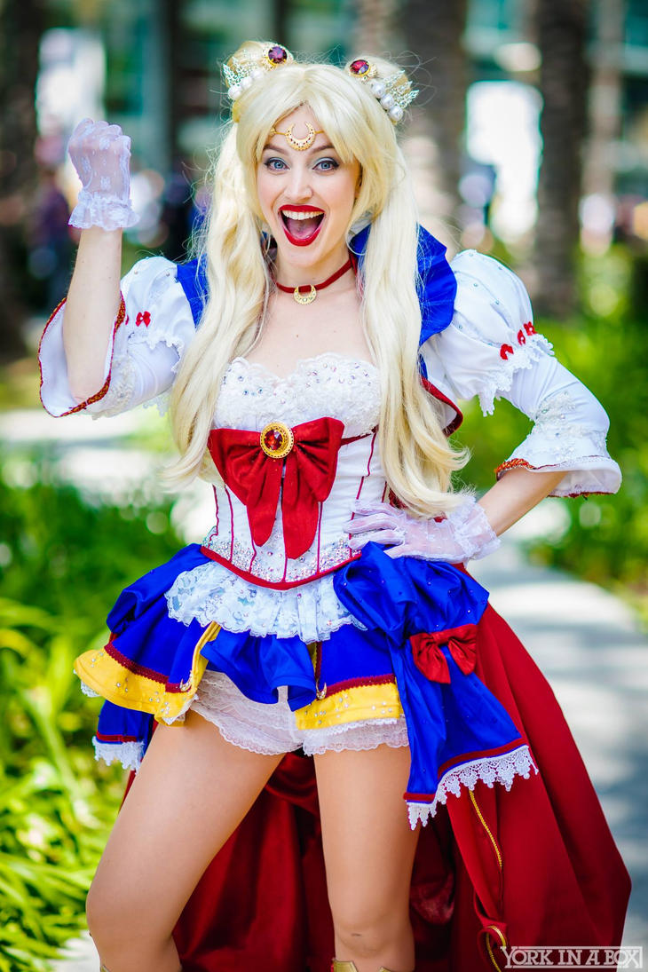 NoFlutter Sailor Moon Cosplay at WonderCon 2015 by glimmerwood