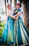 Frozen Elsa and Anna Cosplay at WonderCon 2015