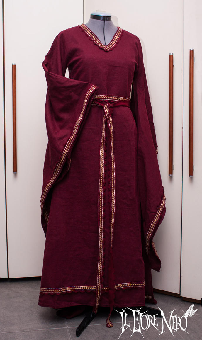 Norman Bliaut inspired gown (XII century) by DanielleFioreModel