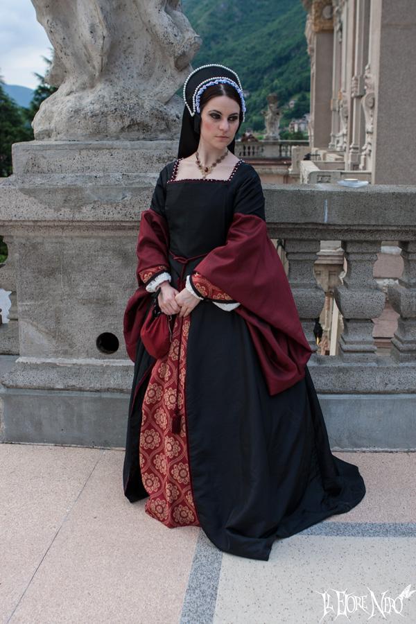 Tudor black dress (XVI century) by DanielleFioreModel