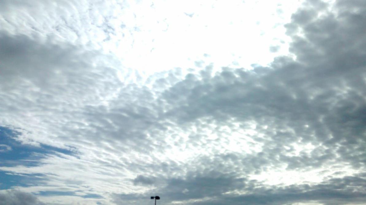 cool sky by midnight-skiez