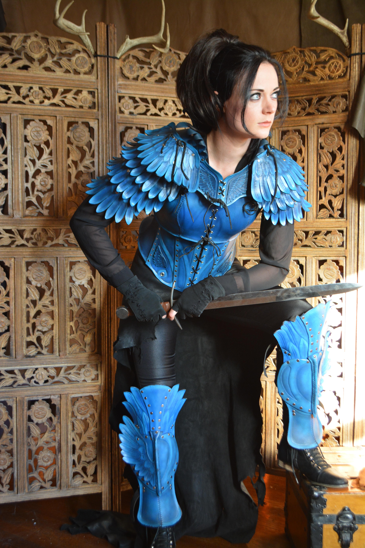 5.5x larger (4000x6000, 5.2MB) version of linked image:  https://orig00.deviantart.net/00df/f/2014/316/5/9/bluejay_armor__full_set_by_savagepunkstudio-d8661cl.jpg    Original page: https://www.deviantart.com/savagepunkstudio/art/Bluejay-Armor-full-set-494088789    sourcecode|website/userscript(findslargerimages)|remove