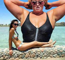 Giantess Manip: Nice snack on the beach by wsaef
