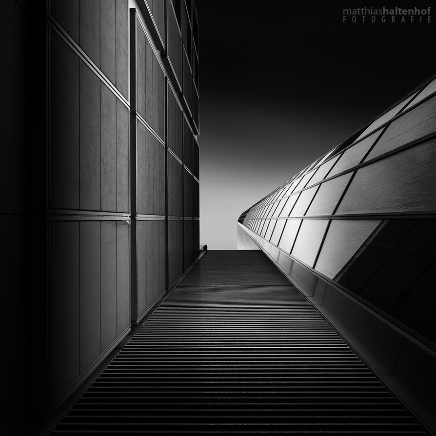 Commerzbank Tower by MatthiasHaltenhof