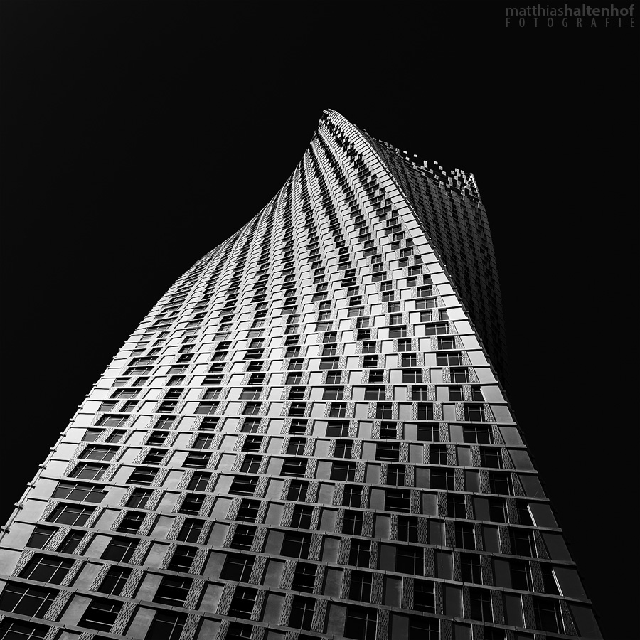 Cayan Tower by MatthiasHaltenhof