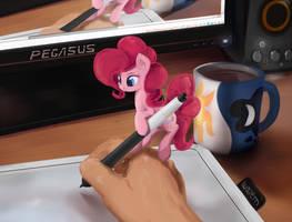 Mini-Pinkie drawing assist by ScootieBloom