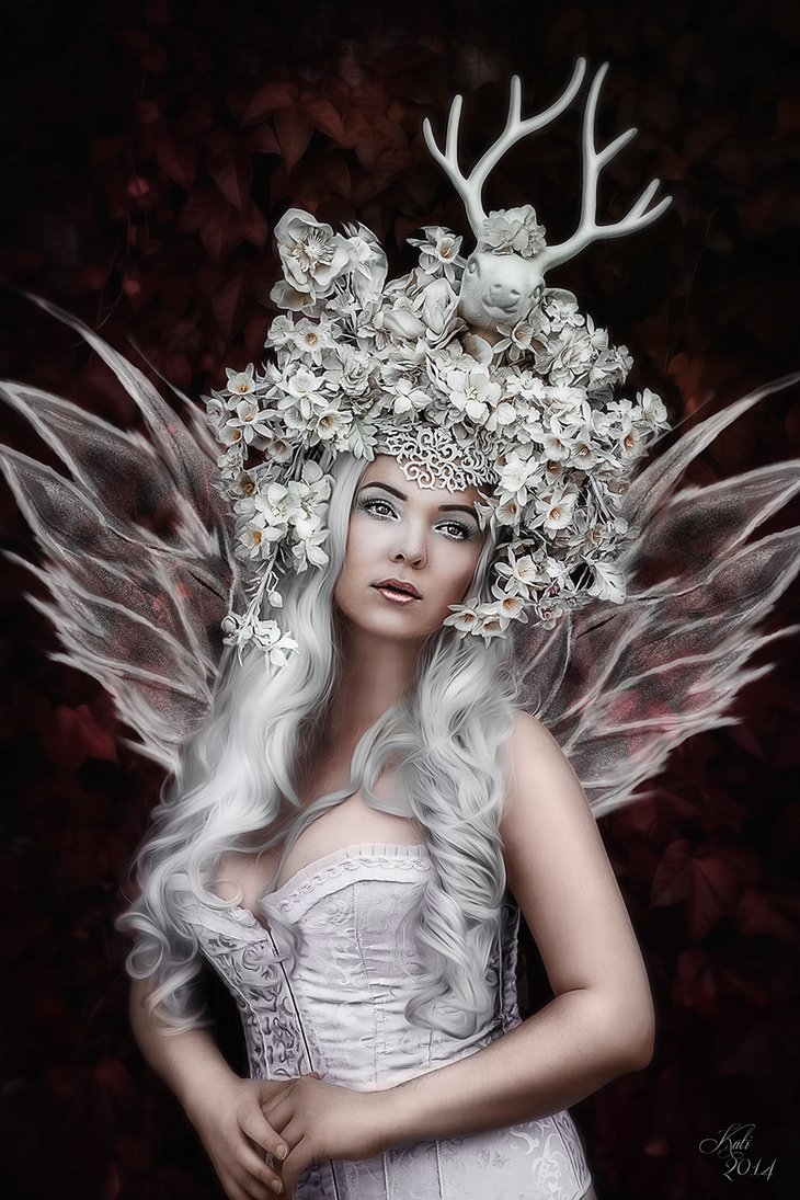 Queen of Fairies by MademoiselleKati