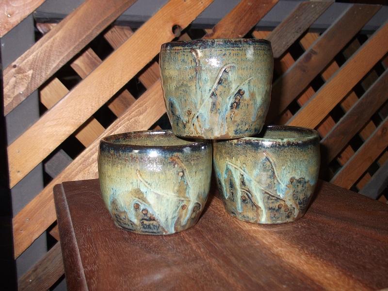 Tea cups.. by glasslinger