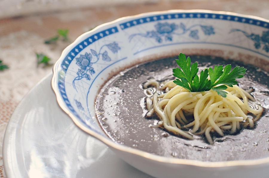 czarna polewka - black soup by FiorOf