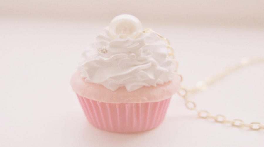 cupcake wallpaper by sauupanicchocolate on deviantart