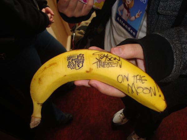 Jayson Thiessen Signs a Banana by Skaijo