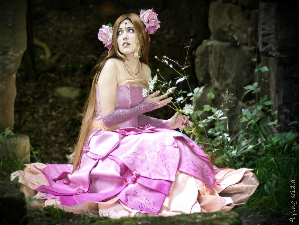 Princess Flora - Winx by SweetLuminia