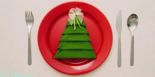 ... per Natale? Ecco come piegare i tovaglioli a forma di albero