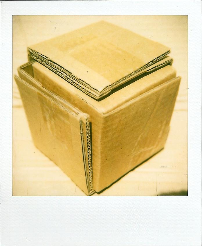 sa maison est en carton by lupinbushi on deviantart. Black Bedroom Furniture Sets. Home Design Ideas