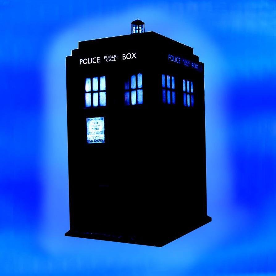 TARDIS by AxemmLuucy